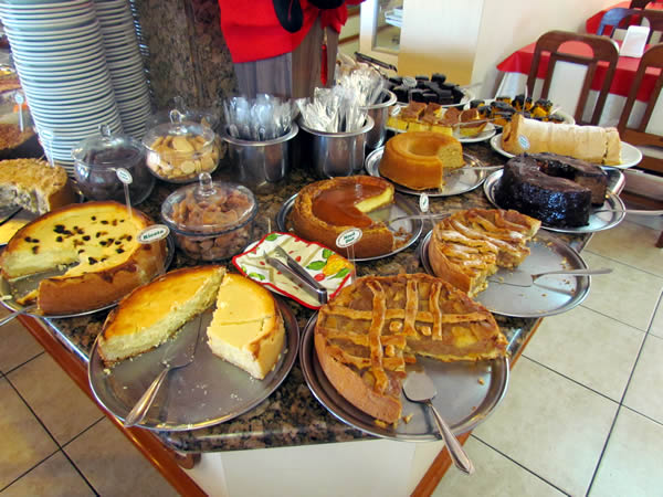 cafe-colonial-tiroles-doces