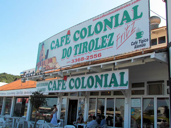 cafe-colonial-tiroles-entrada