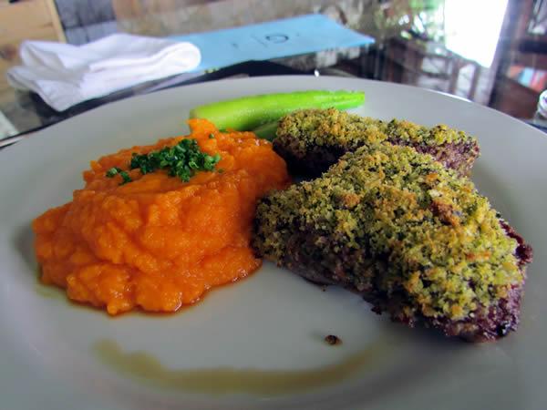 Frandilha grelhada com Crosta de Ervas, legumes e mousseline de cenoura