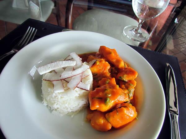 Moqueca de Jacaré e seus legumes, arroz basmati e leite de coco