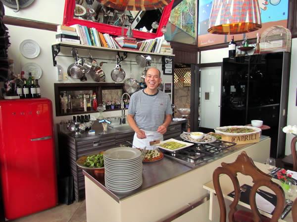 Chef Vitor Gomes esbanjando bom humor