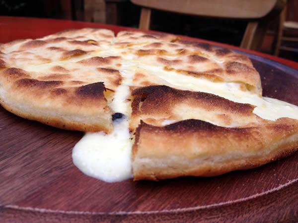 zena-caffe-foccacia-al-fomaggio