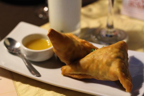 spice-garden-indian-cuisine-samosa-beef