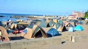 北海道あるあるネタ:海水浴場でキャンプ