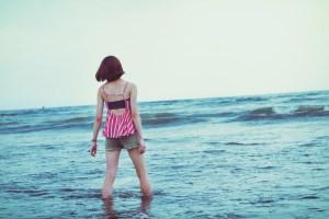 海に浸かる