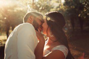 kissing-couple-2983448