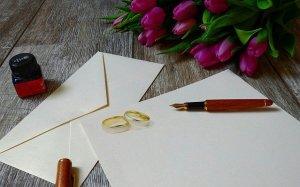 結婚式の招待状を出す夢