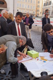 Stefano Fassina firma per il referendum contro l'Italicum 12 aprile 2016 Montecitorio