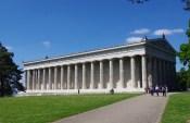 Visite du Temple de la célébrité au bord du Danube :  le Walhalla de l'Est ! Besuch des Tempels der Berühmtheit am Rande Donau: Die Walhalla von Osten !