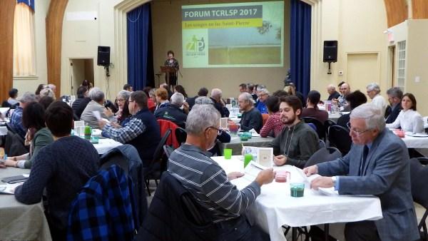 Mme Corriveau s'adressant aux participants lors du Forum TCRLSP 2017