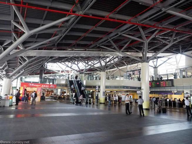 高鉄台南駅構内。