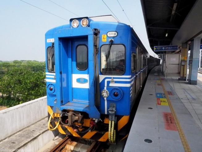 どことなくレトロな電車です。