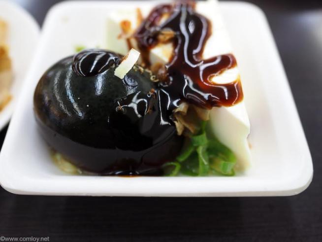 小皿でピータン豆腐