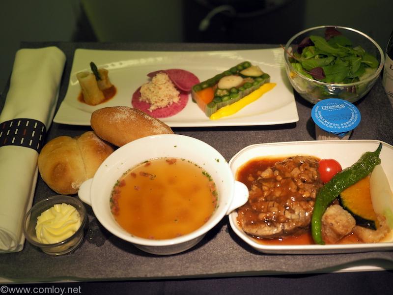 台湾・台北でB級グルメ巡りと温泉に行ってきた/Vol.2 日本航空 JL99 羽田-台北(松山)ビジネスクラス搭乗記