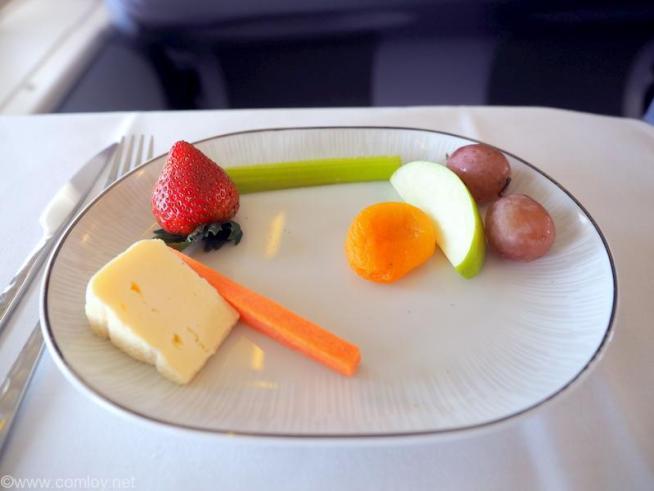 タイ航空 TG601 香港(HKG) - バンコク(BKK) ビジネスクラス機内食 Cheese and Fresh Plate