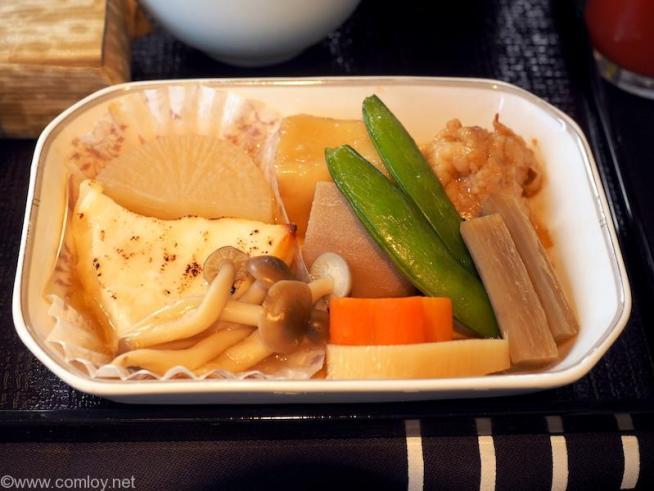 日本航空 JL98 台北(松山) - 羽田 ビジネスクラス機内食 台の物 銀鱈西京焼きと鶏の治部煮