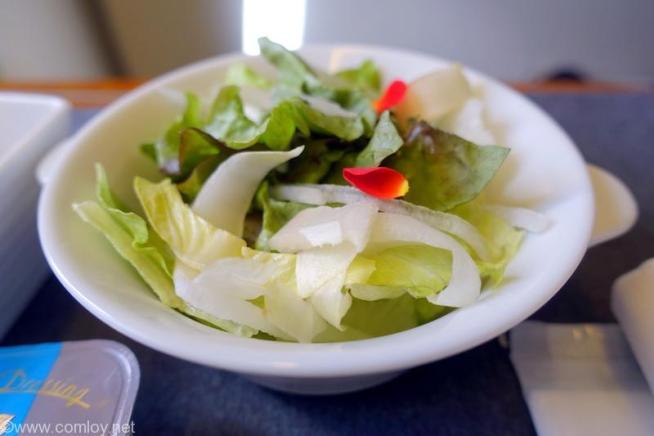 日本航空 JAL517 羽田 - 札幌 ファーストクラス機内食 フレッシュサラダ、ヴィネグレットドレッシング