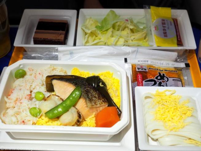 全日空 NH803  成田 - シンガポール プレミアムエコノミー 機内食