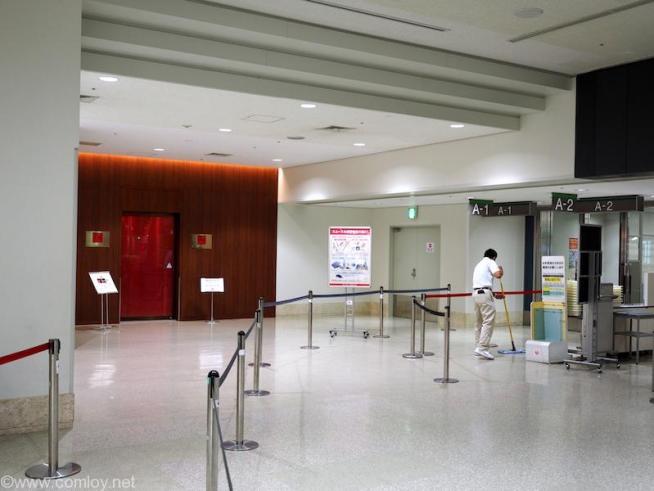 JAL 那覇空港手荷物検査場