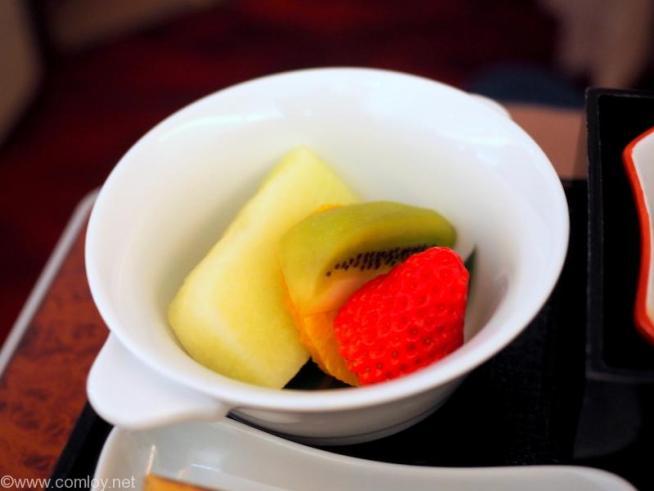 日本航空 JAL902 那覇 - 羽田 国内線ファーストクラス機内食 フレッシュフルーツ