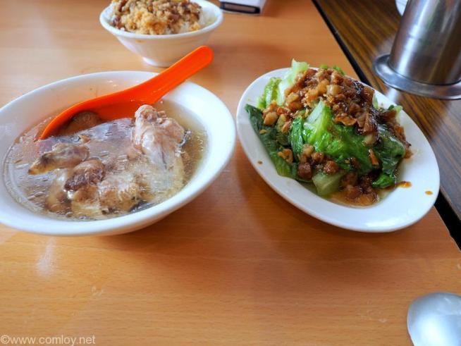 四方阿九魯肉飯 鶏肉のスープと野菜炒め