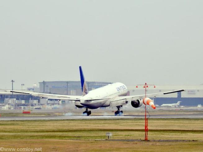 ユナイテッド航空 ( United Airlines ) B777-200 機体番号N224UA 型式Boeing777-222/ER 製造番号30225/375 登録2001/12