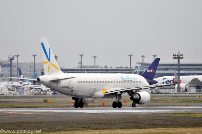 バニラエアー ( Vanilla Air ) A320-200 機体番号JA03VA 型式A320-214 製造番号5926 登録2014/01