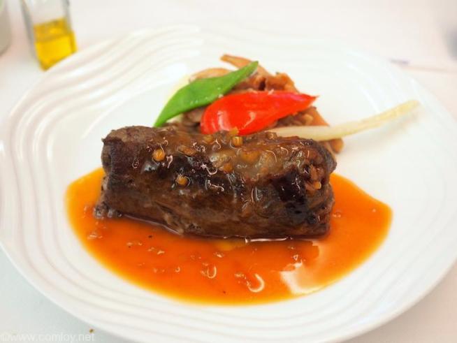 NH807 成田-バンコク ビジネスクラス 機内食 メインディッシュ 和牛のロール仕立て 長野産きのこ添え 高知県産生姜風味の和風ソース