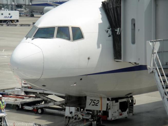 JA752A B777-300 Boeing777-381 28274/160 1998/08