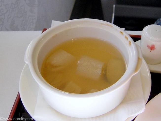 チャイナエアライン CI107 成田 - 台北 ファーストクラス 機内食 帆立と鮑のスープ