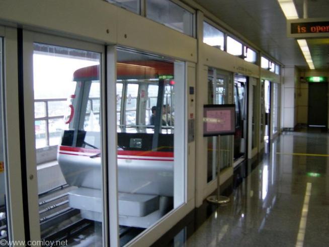 桃園空港内のモノレール