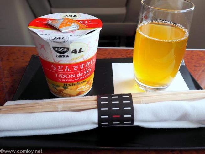 日本航空 JAL915 羽田 - 沖縄 ファーストクラス機内食 うどんですかい