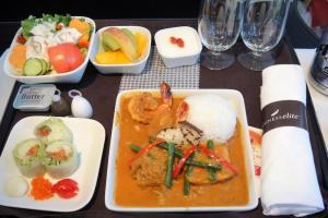 デルタ航空 DL948 成田 - グアム ビジネスクラス機内食 全景