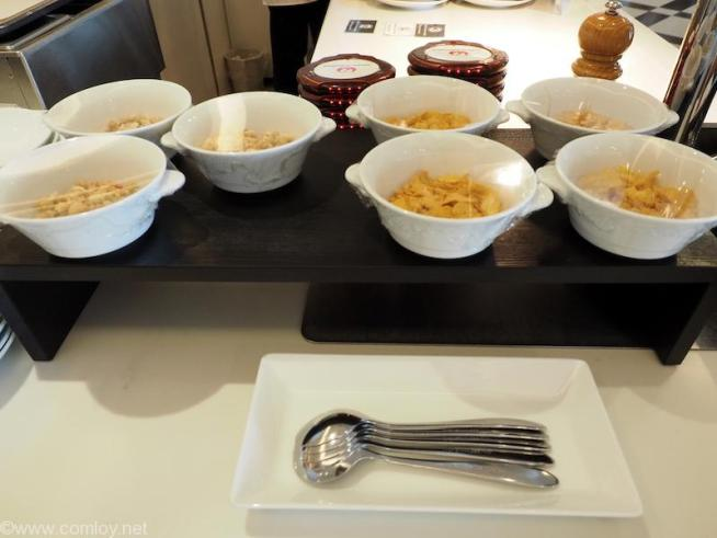 JAL First Class Lounge シリアル