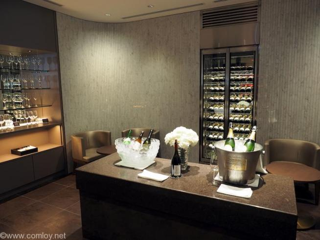 """JAL First Class Lounge """"RED SUITE"""" プレミアムリカールーム"""