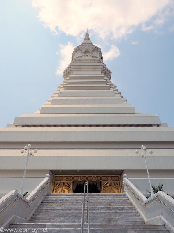 Wat Pak Nam(ワット・パクナム) 緑ガラス仏塔