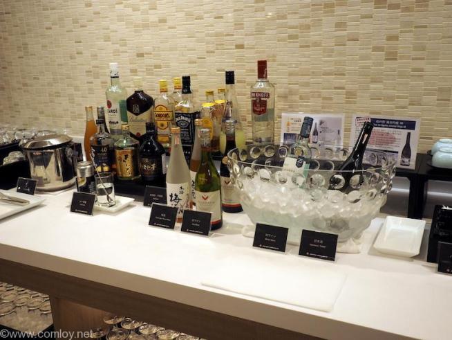 バンコク スワンナプーム空港 日本航空サクララウンジ お酒類
