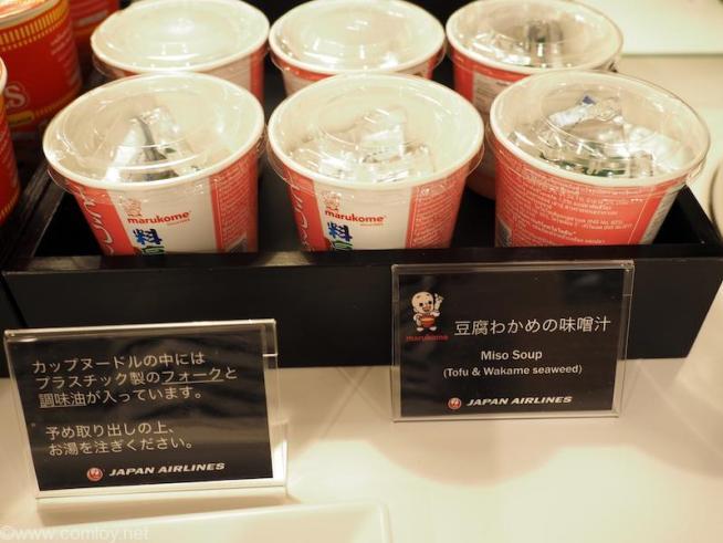 バンコク スワンナプーム空港 日本航空サクララウンジ カップ味噌汁