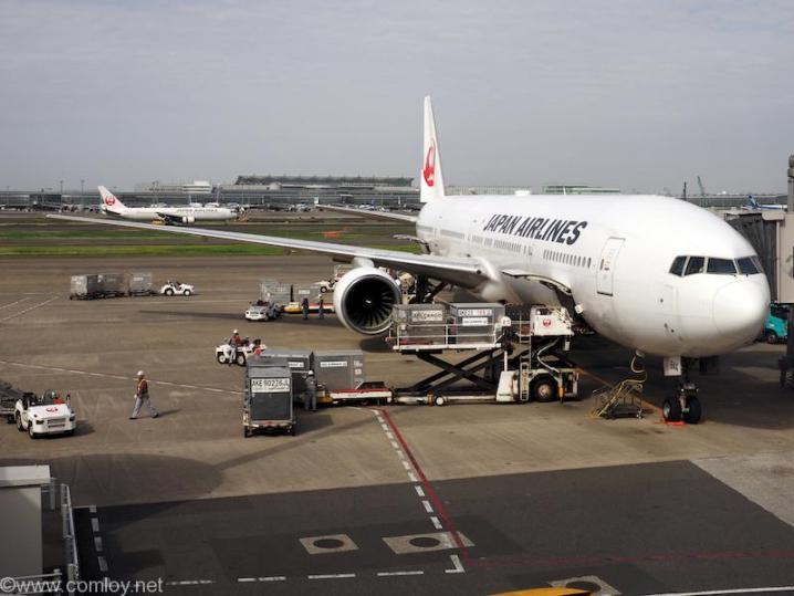 日本航空JAL907 羽田 - 沖縄 JA8944 B777-300 Boeing777-346 28396/212 1994/04日本航空JAL907 羽田 - 沖縄 JA8944 B777-300 Boeing777-346 28396/212 1994/04