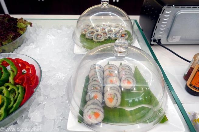 ドンムアン空港(Bangkok Don Mueang Intl) The Coral Executive Lounge buffet 巻き寿司