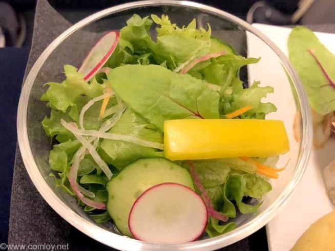 日本航空 JL99 羽田 - 台北(松山)ビジネスクラス機内食 フレッシュサラダ 香味レモンドレッシング