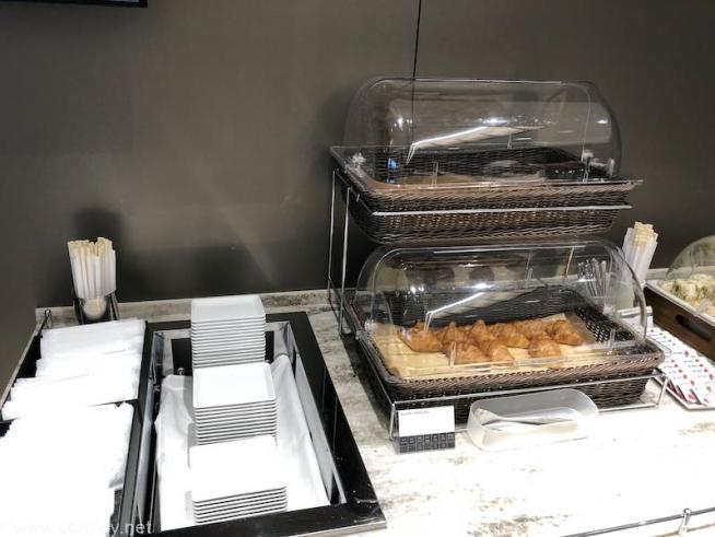 伊丹空港 ANA SUITE LOUGE 軽食のパン