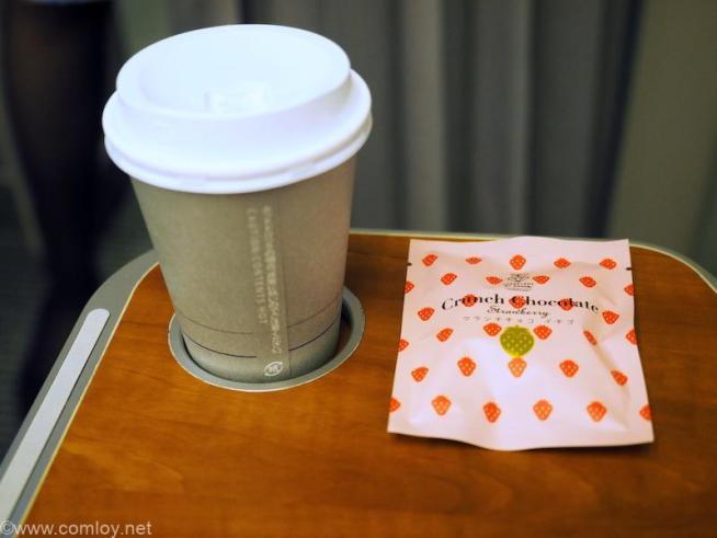 全日空 ANA428 福岡 - 伊丹 プレミアムクラス機内食 コーヒーとお茶菓子