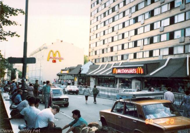1990年当時のモスクワのマクドナルド一号店