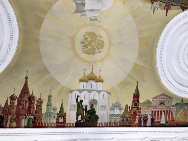 ウラジオストク駅舎の天井画(モスクワ側)