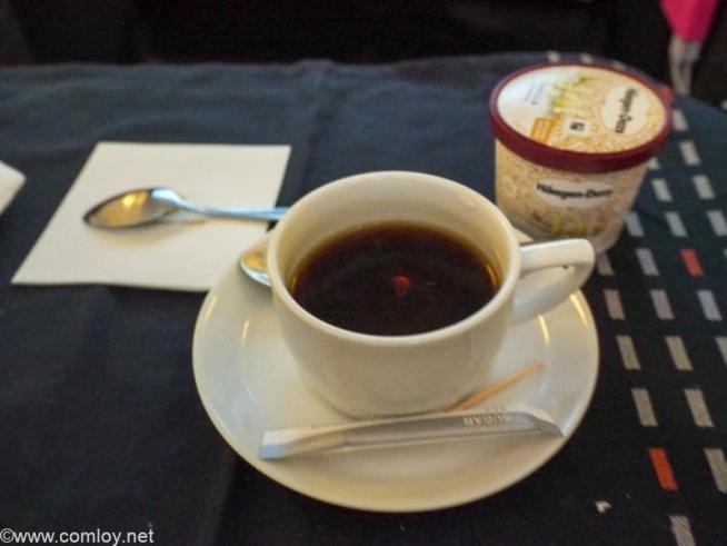 日本航空JL005 ニューヨーク - 羽田 ビジネスクラス機内食 デザート アイスクリーム コーヒー