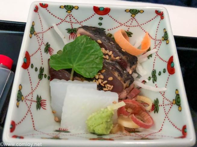 全日空 NH807 成田 - バンコク ビジネスクラス機内食 お造り かつお藁焼きたたき