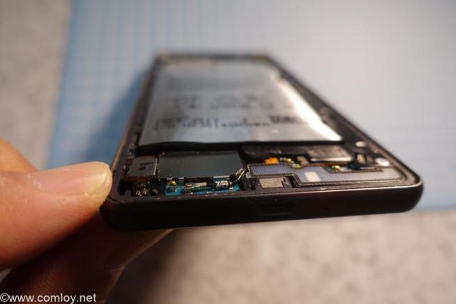 Xperia X performance SO-04H バッテリーが膨れてる!