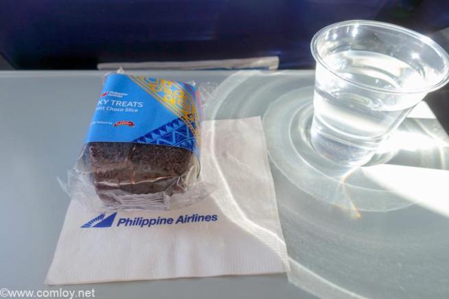 フィリピン航空 PR2042 カティクラン (ボラカイ) - マニラ 機内食