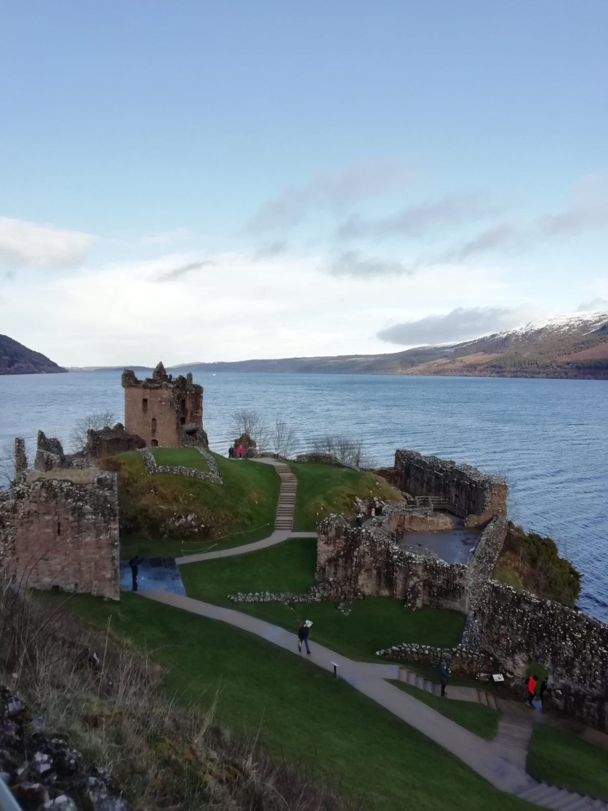 Loch Ness and Urquhart Castle volotariat solo ecosse